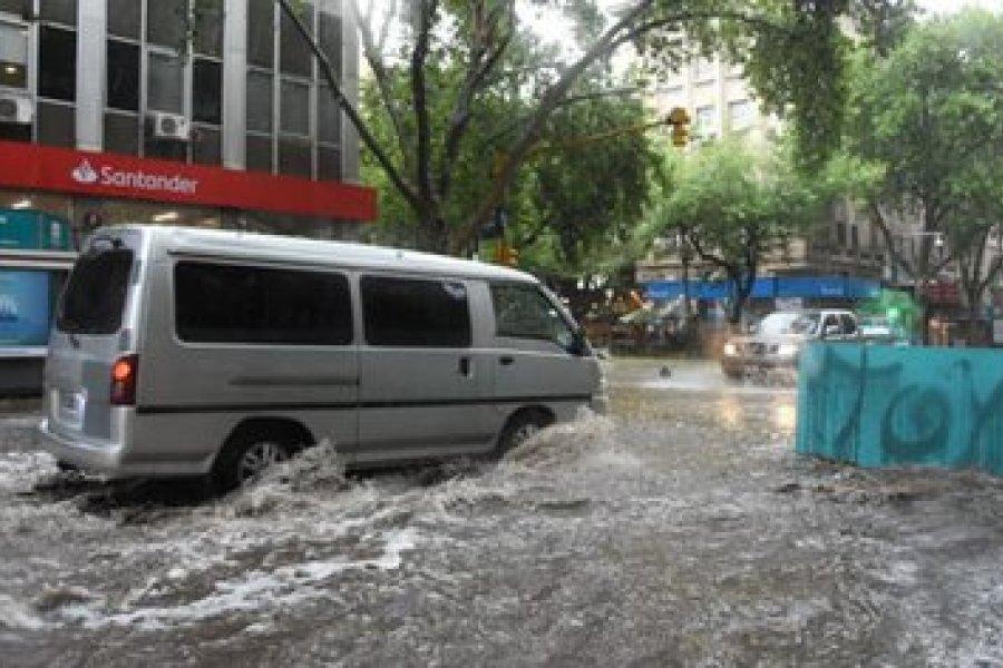 Intensas tormentas de lluvia y granizo en Mendoza: se inundaron las calles y el parque más emblemático de la ciudad