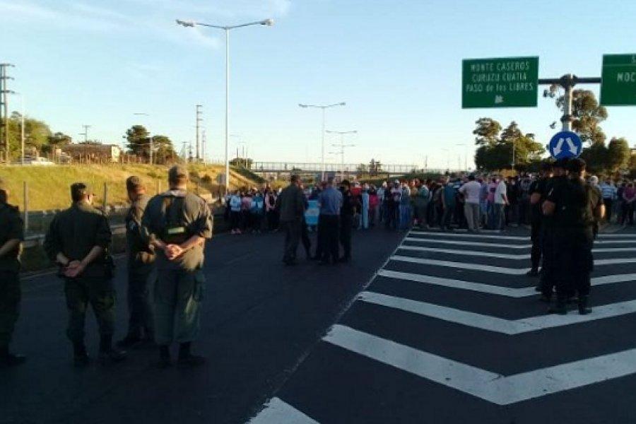 Vecinos de Mocoretá cortan la Ruta Nacional 14 por el cese de reten sanitario