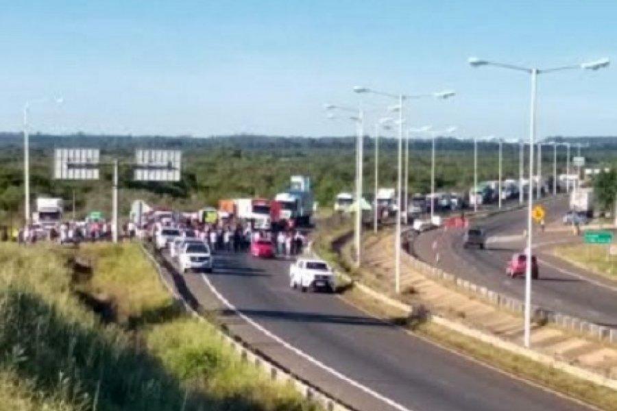 Tensión en el sur correntino: 20 kilómetros de fila de camiones varados por el corte de ruta 14