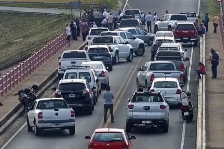 Chaqueños se movilizaron pidiendo por la apertura del puente General Belgrano