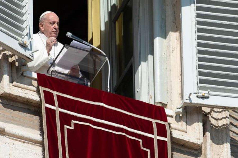 El Papa pide tender la mano a los pobres