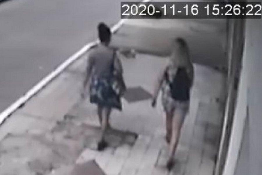 Mujeres víctimas de un arrebato violento