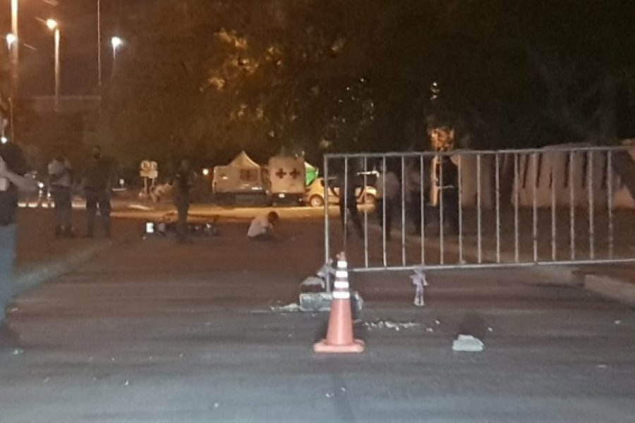 Motociclista chocó vallas de seguridad en la esquina de la Cárcel