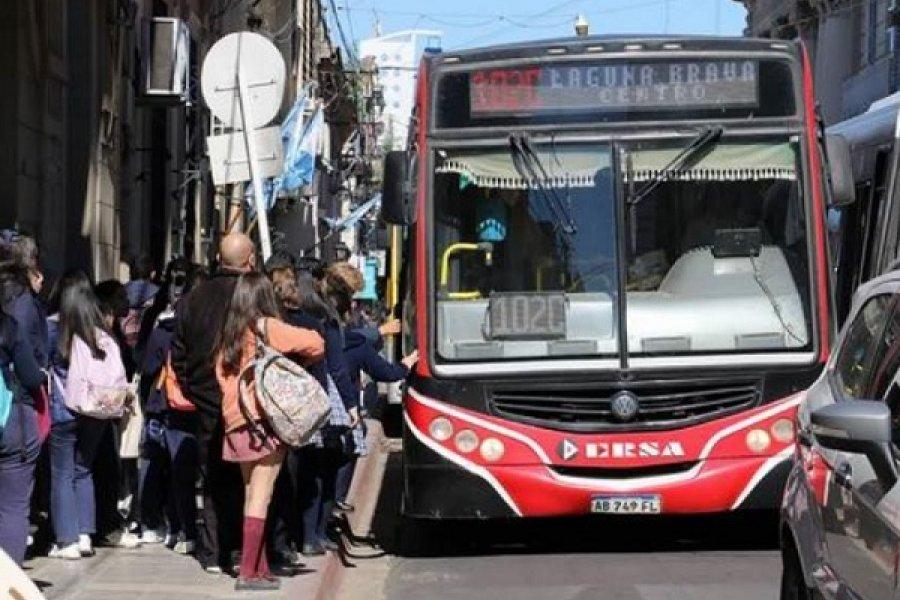 Empresas de transporte público incumplen protocolos de bioseguridad y llenan colectivos