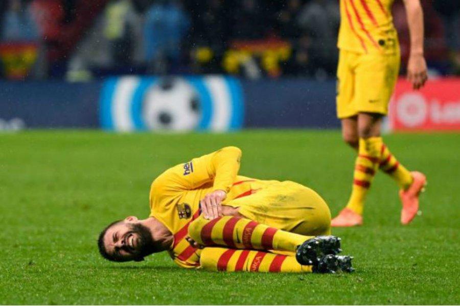Durísima lesión de Piqué, tras un choque involuntario con Correa