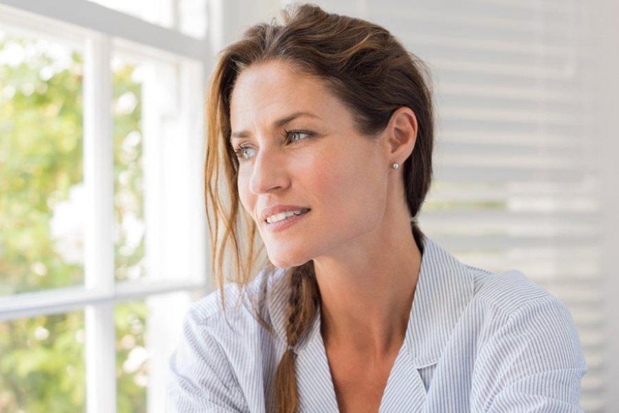 ¿Por qué aparece el acné en la edad adulta?