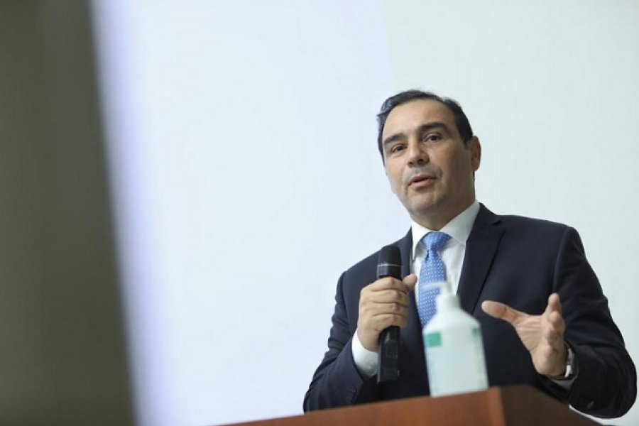 Valdés hablará con intendentes antes de anunciar nuevas medidas por la pandemia