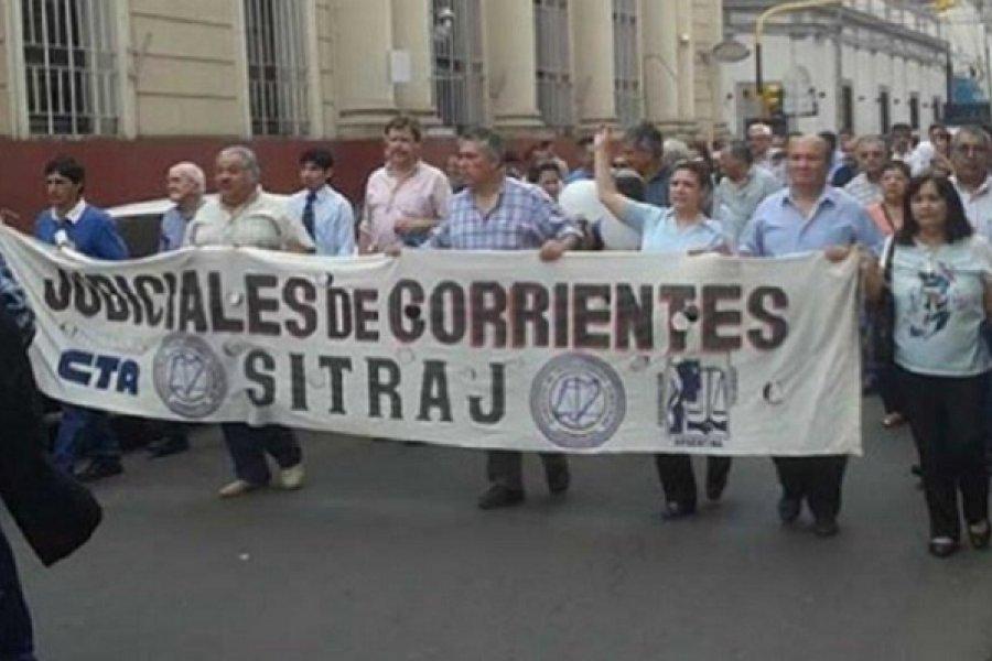 Judiciales protestan por mejoras salariales con trabajo a reglamento