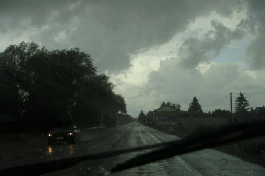 Fuertes tormentas avanzan en 10 localidades de Corrientes