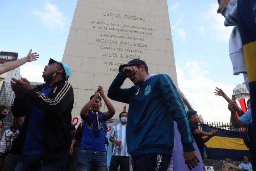 De Fiorito al Obelisco, el homenaje espontáneo de los argentinos a su ídolo
