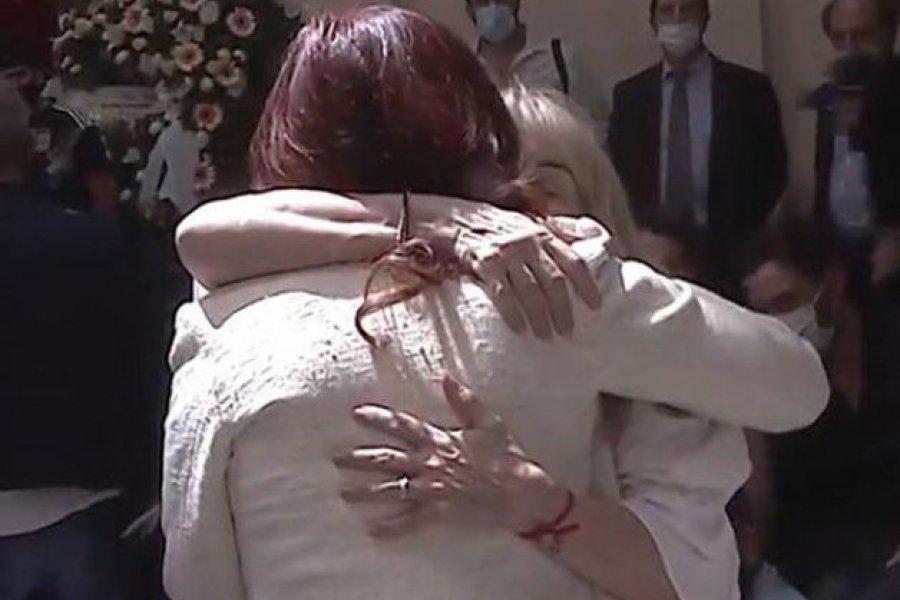 El emotivo abrazo de Cristina a Claudia