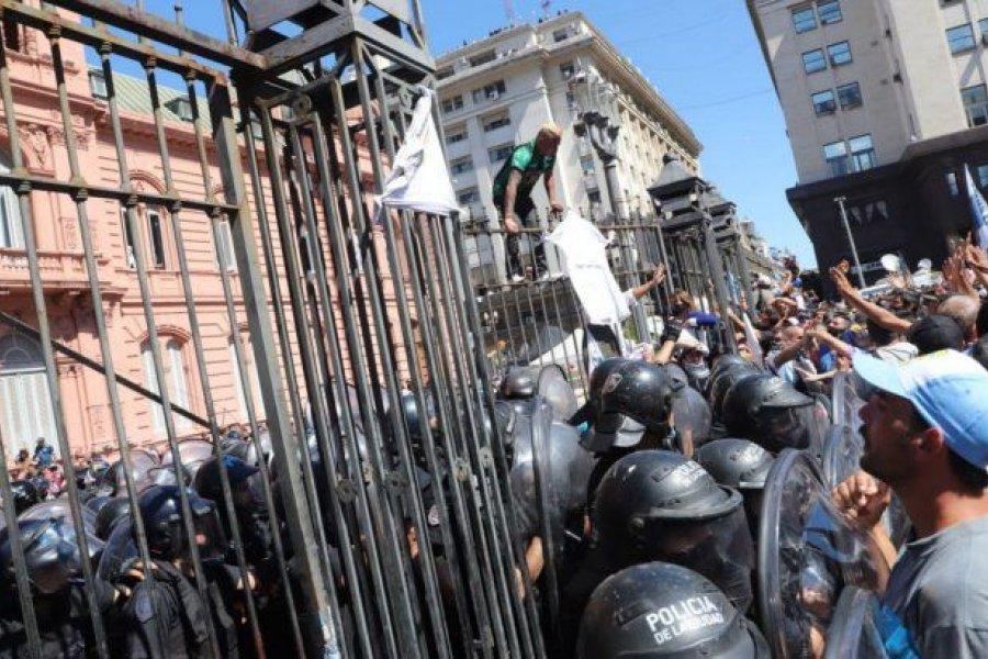 Despedida de Maradona: tensión, desbordes y gente a la fuerza en la Casa Rosada