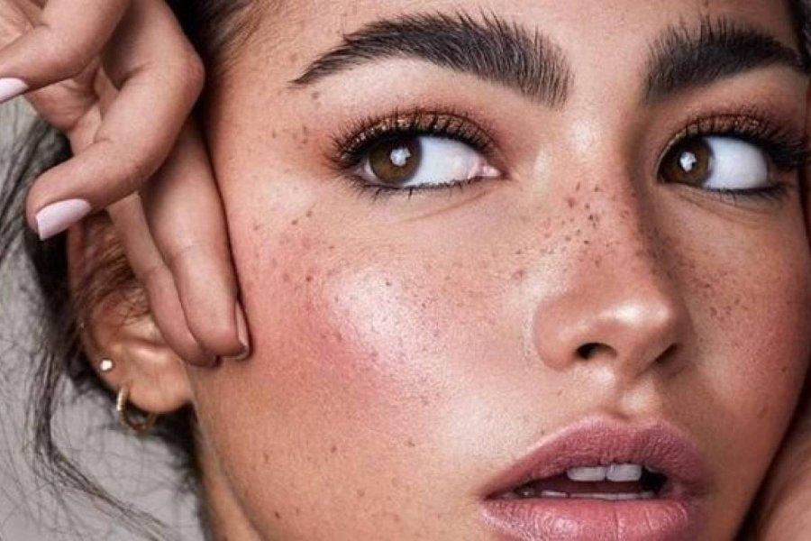 Aceite de ricino: el ingrediente estrella que ayuda a crecer las cejas