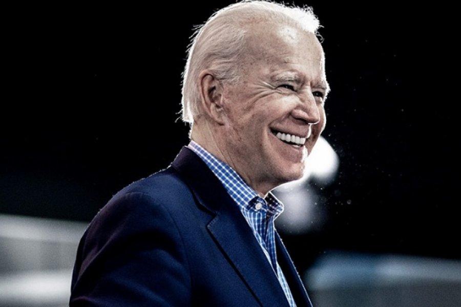 Biden se fisuró un pie jugando con su perro