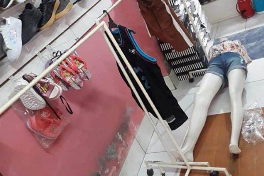 Desvalijaron un local de ropas en el barrio Juan de Vera