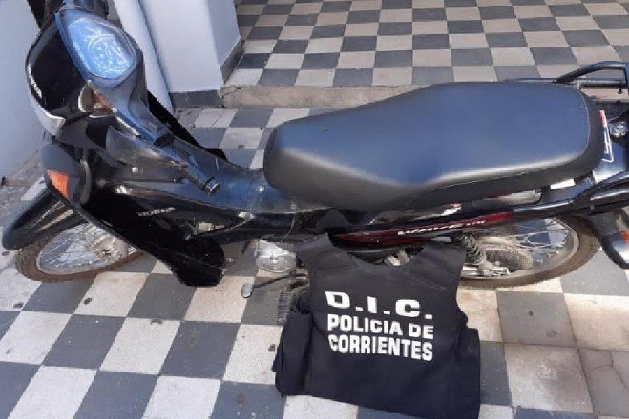 Tras allanamiento recuperan una moto robada