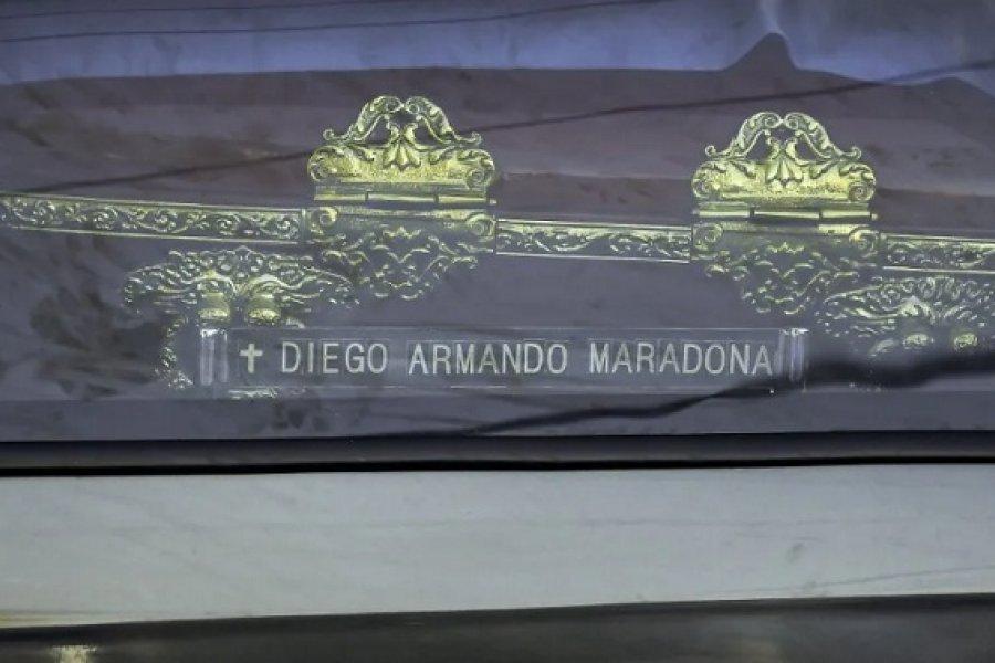 Prohíben a los medios difundir fotos del cuerpo de Maradona