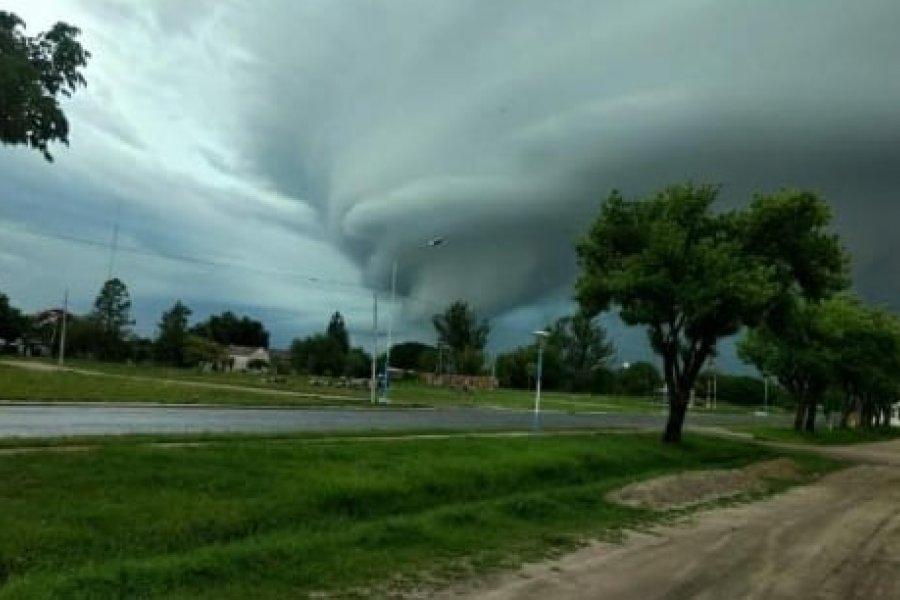 Impactantes imágenes del temporal de viento, lluvia y granizo en el interior