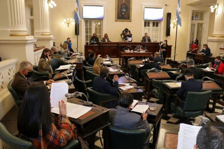 Legisladores del PJ indagarán al ministro de Hacienda