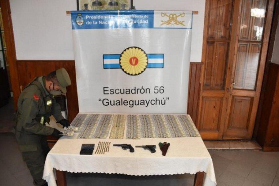 Un pasajero viajaba en ómnibus con 15.000 dólares, armas y municiones