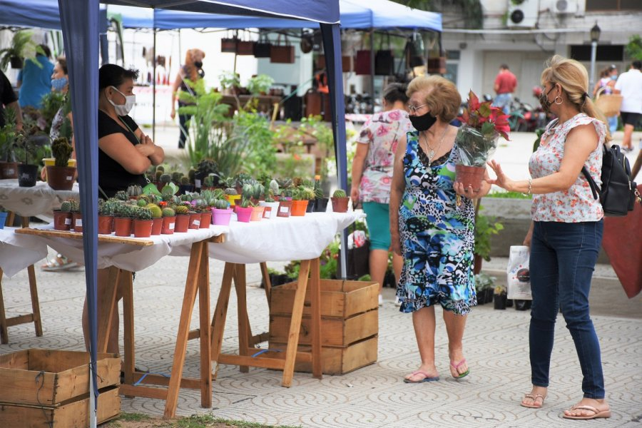 Los artesanos expusieron sus productos en la plaza Cabral