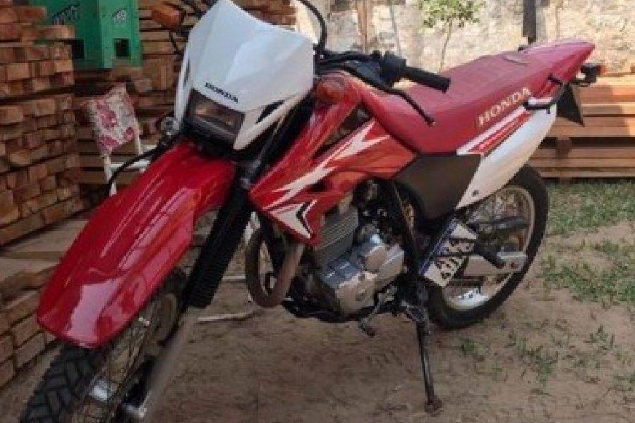 Vestido de Policía y con cuento del tío robó motocicleta costosa