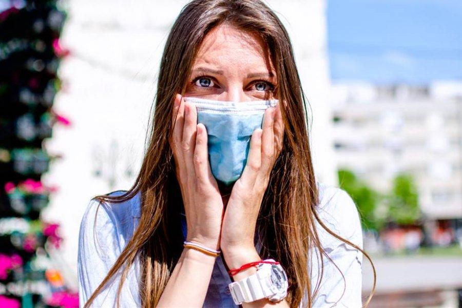 """Cómo evitar el """"maskné"""", o el acné que provoca la mascarilla"""