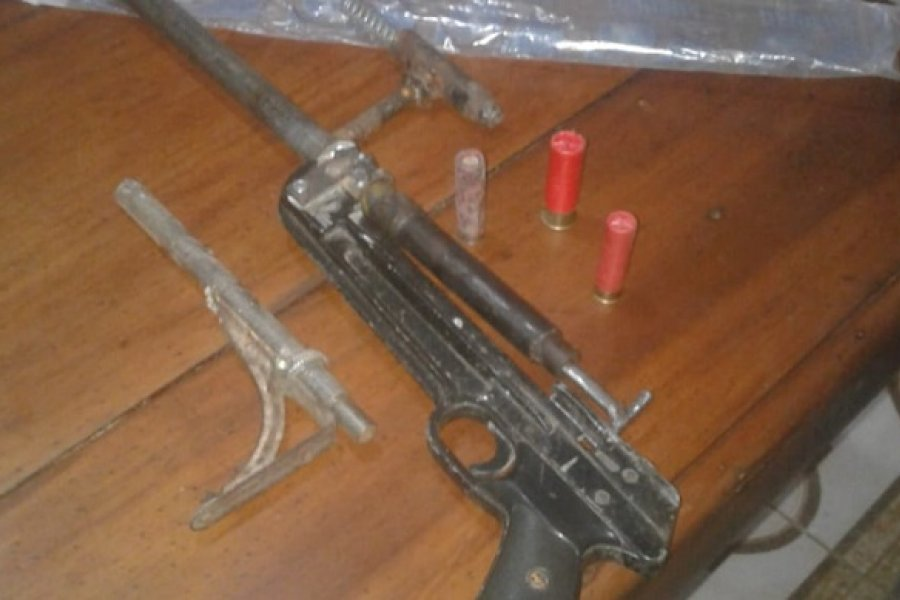 Allanaron una vivienda y secuestraron varias armas tumberas
