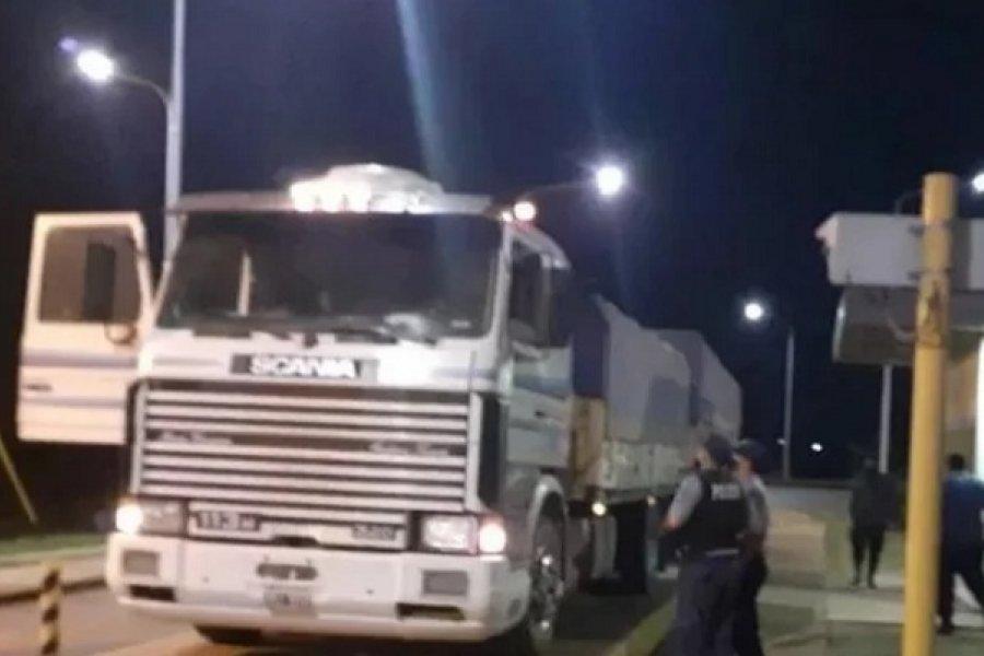 Interceptaron camiones con soja tras evadir controles