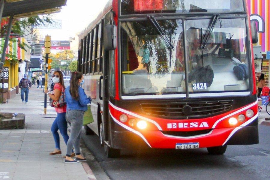 Aguinaldo: Colectiveros podrían parar el servicio si no cobran