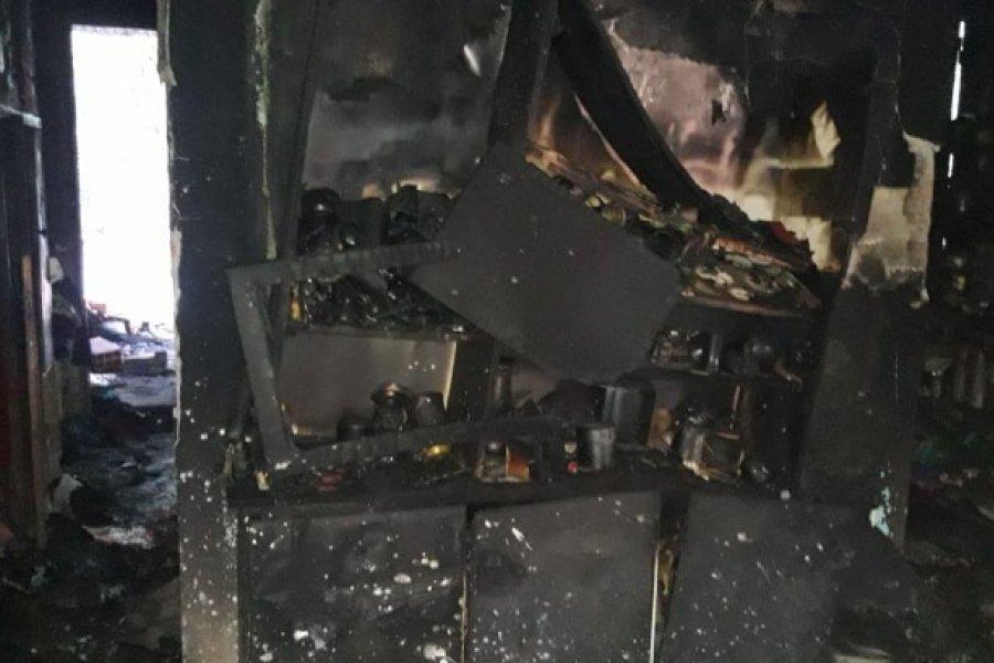 San Luis del Palmar: Policía retirado perdió todo al incendiarse su vivienda