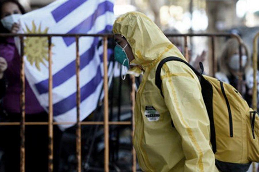 Uruguay limitó el derecho de reunión y dispuso el cierre de las fronteras