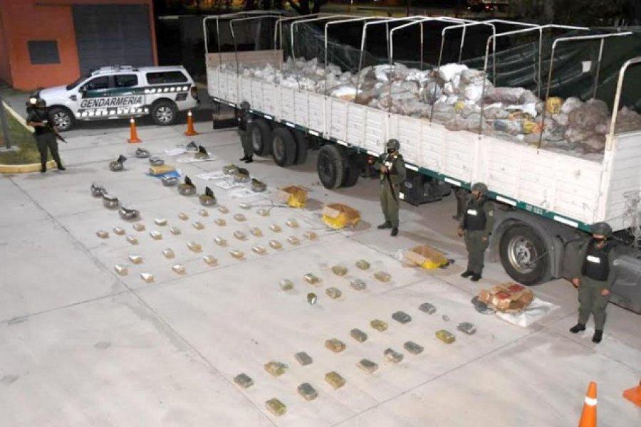 Incautan 170 kilos de marihuana ocultos en un camión cargado con zapallitos y batata