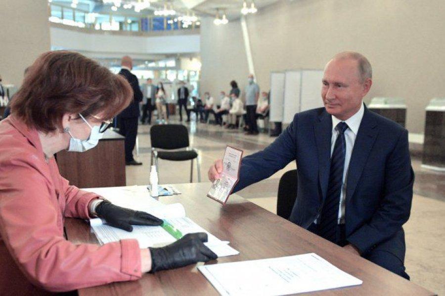 Putin aseguró que se vacunará con la Sputnik V, tras ser aprobada para mayores de 60