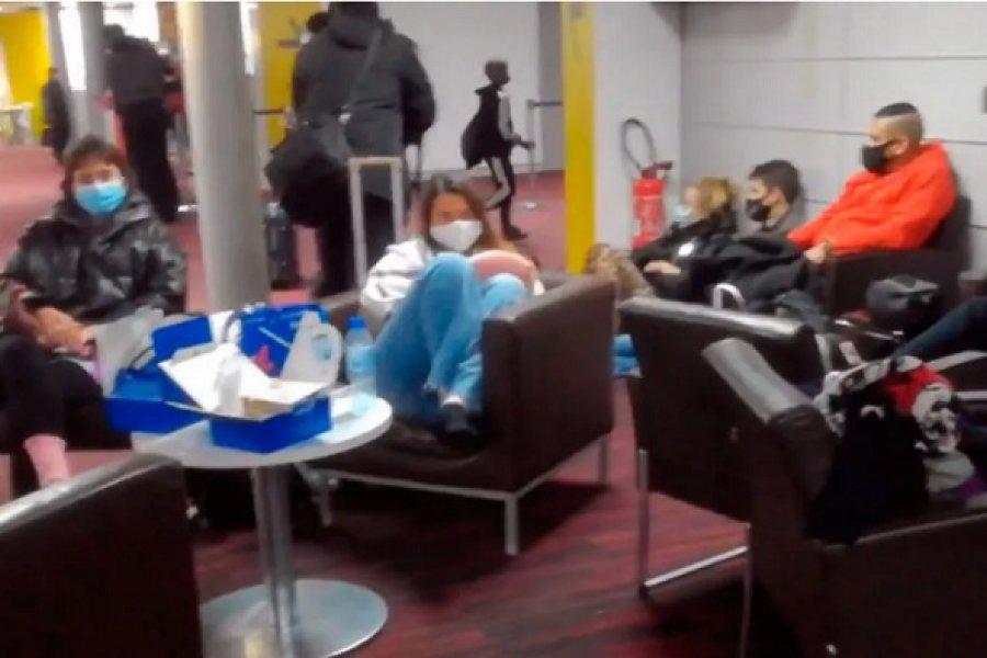 Trece argentinos quedaron varados en el aeropuerto de París
