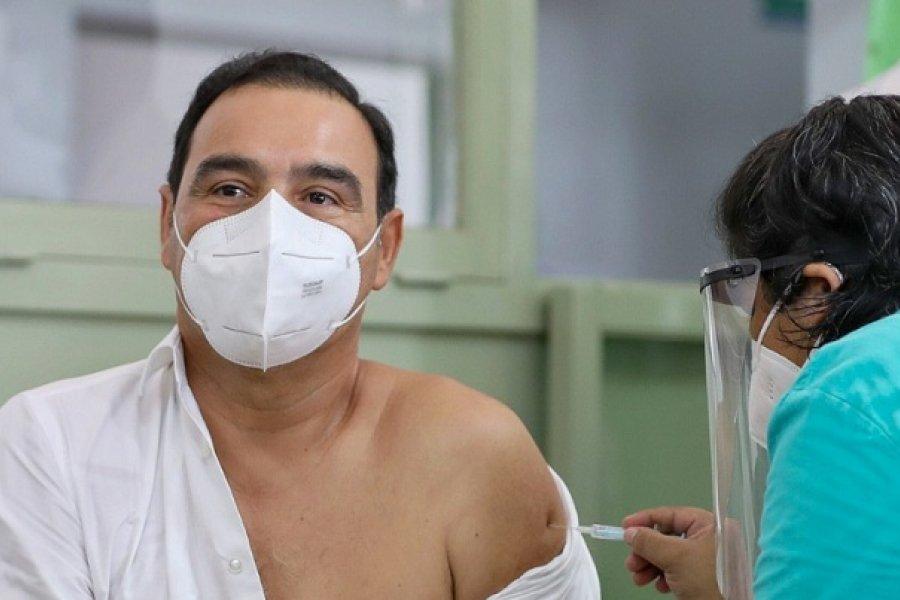 Valdés se vacunó y pidió a la gente que confíe: Es un gran paso del Gobierno Nacional