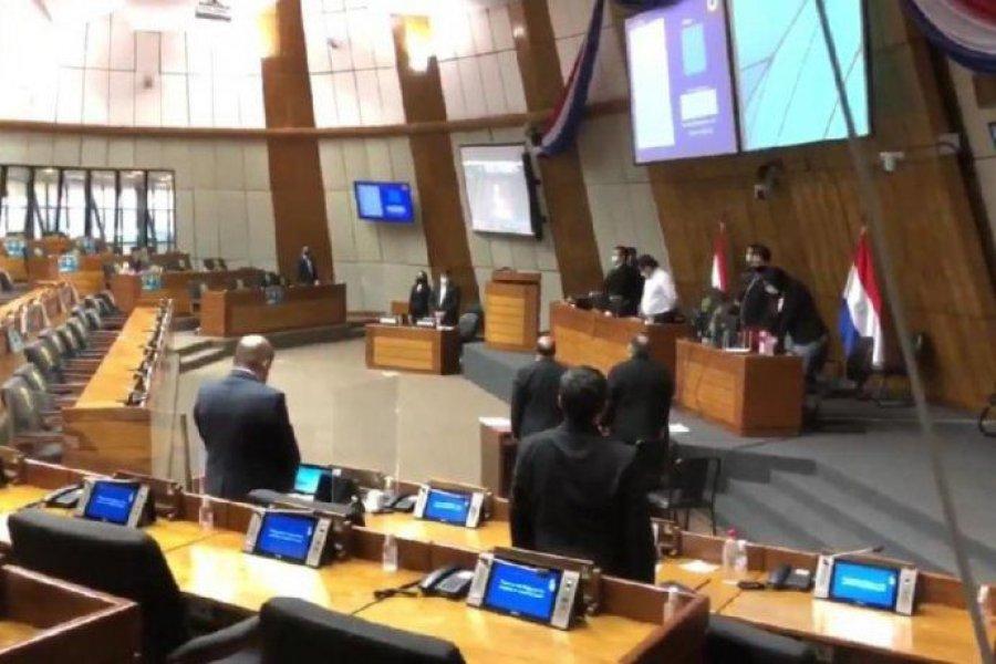 En Paraguay, diputados realizaron un minuto de silencio por la aprobación del aborto legal en Argentina
