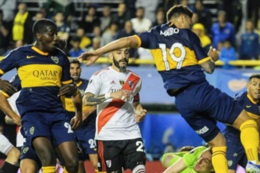 Boca y River disputan un histórico superclásico por la Copa Maradona