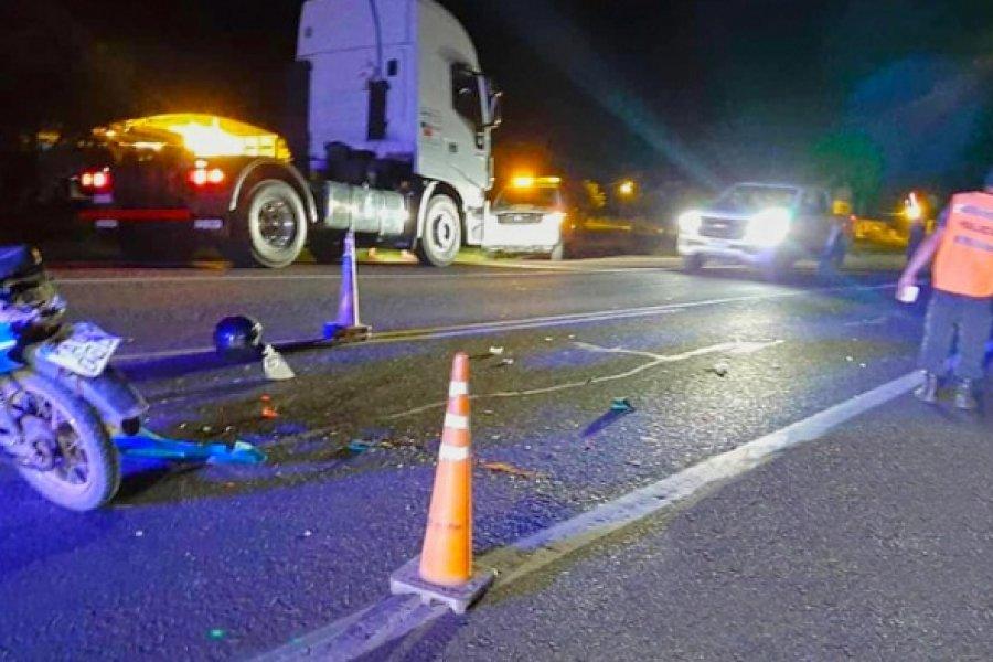 Motociclista grave tras chocar contra un camión