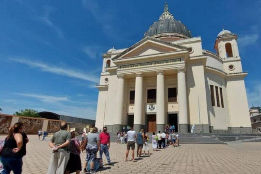 Con protocolo sanitario, cientos de peregrinos rezaron en la Basílica