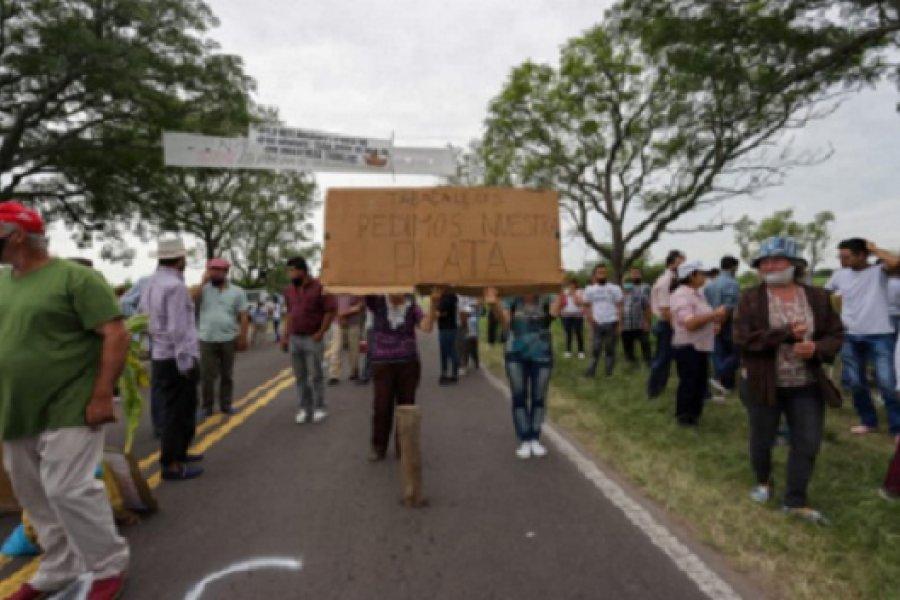 Tabacaleros de Goya cortan ruta y Provincia dice que llegaron los fondos