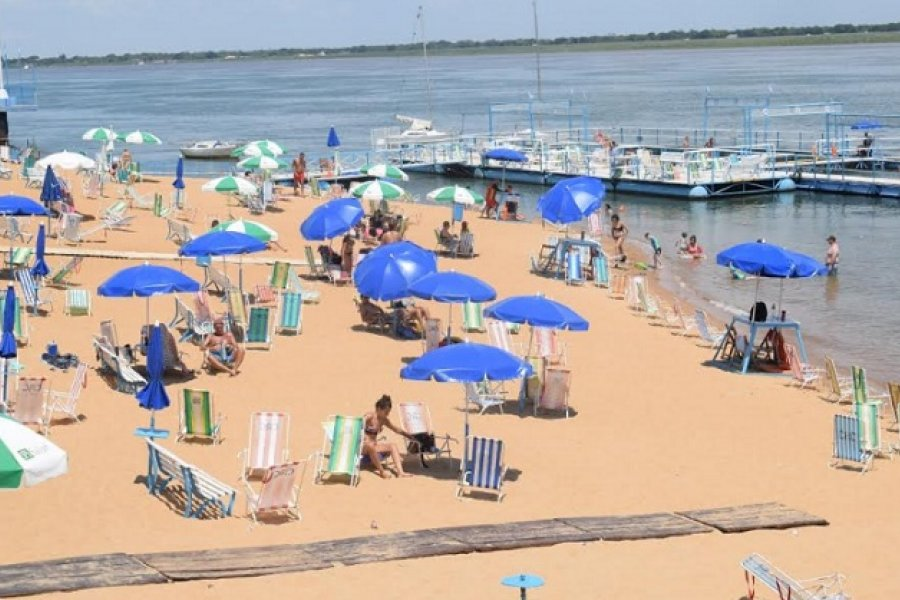 El verano se vive a pleno en la playa regatense