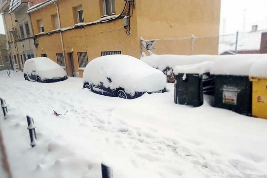 España: Tres muertos, cierres de rutas y cancelación de vuelos y clases por la nieve