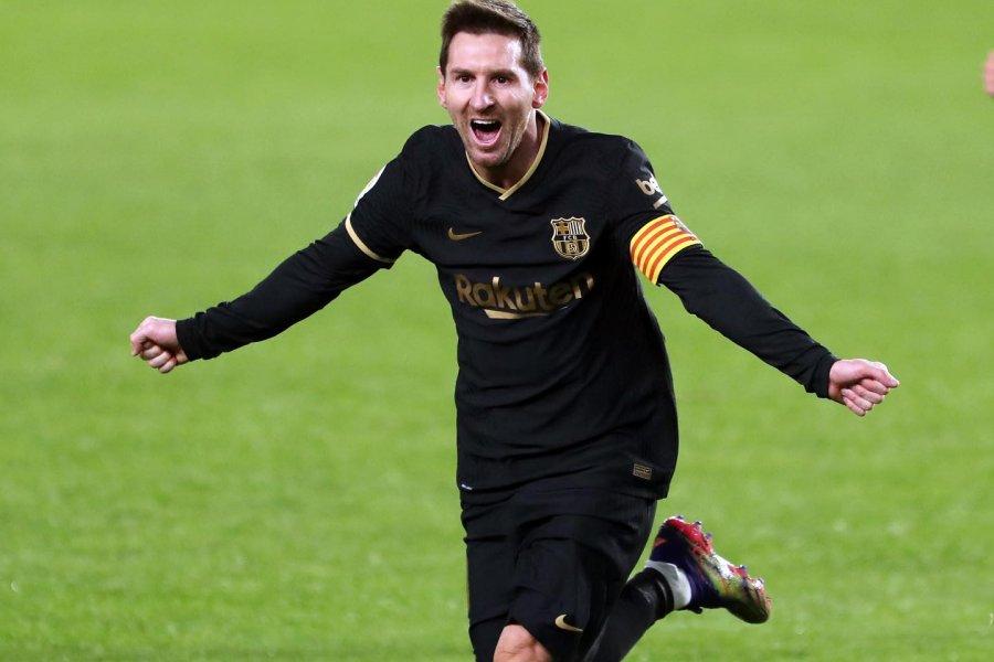 Show de Messi en la victoria de Barcelona: remate al ángulo y golazo de tiro libre
