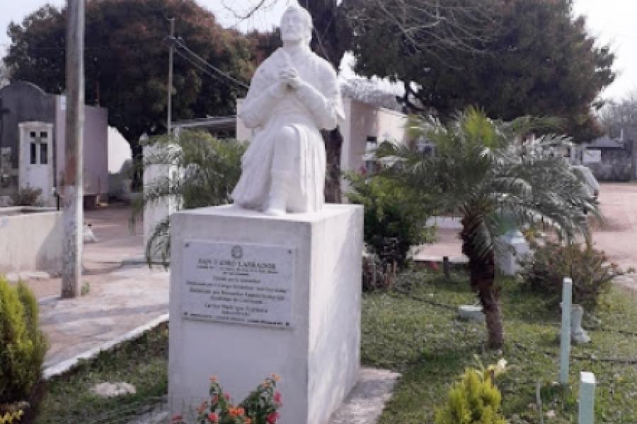 Barrio Laguna Brava: Construirán un centenar de nichos en el cementerio