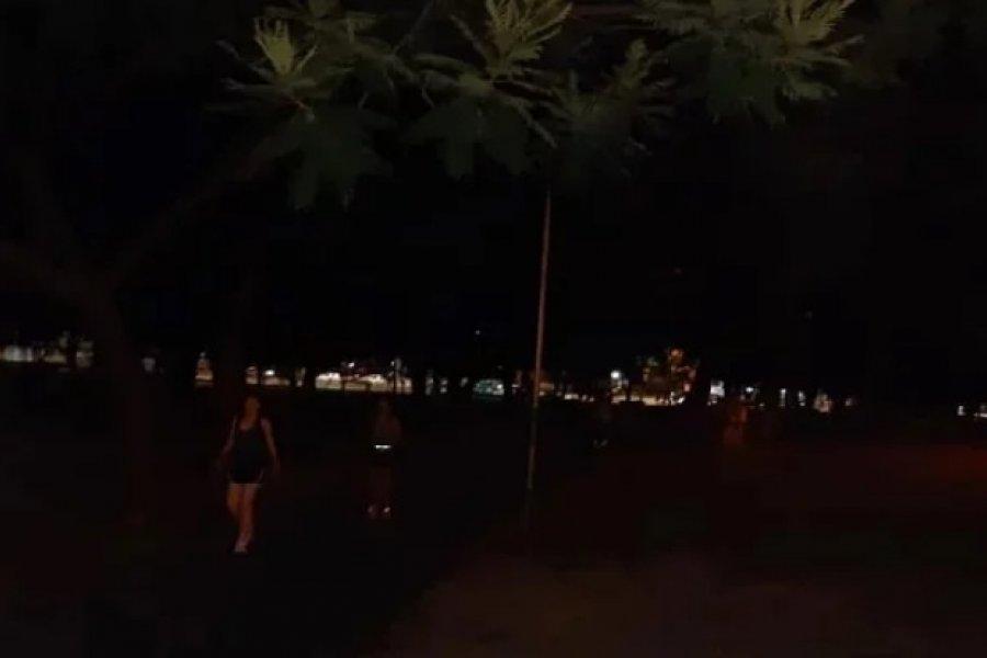 Otra vez, el parque Mitre en penumbras