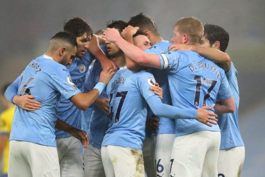 Manchester City venció al Brighton y sigue en la pelea
