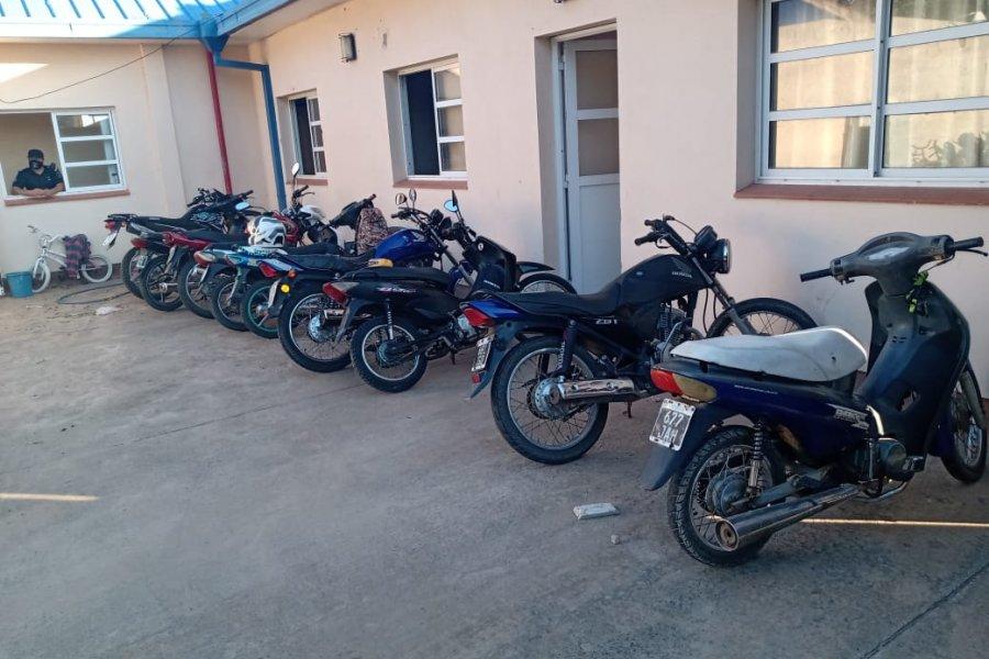 La Policía demoró a 13 personas y secuestró 12 motocicletas