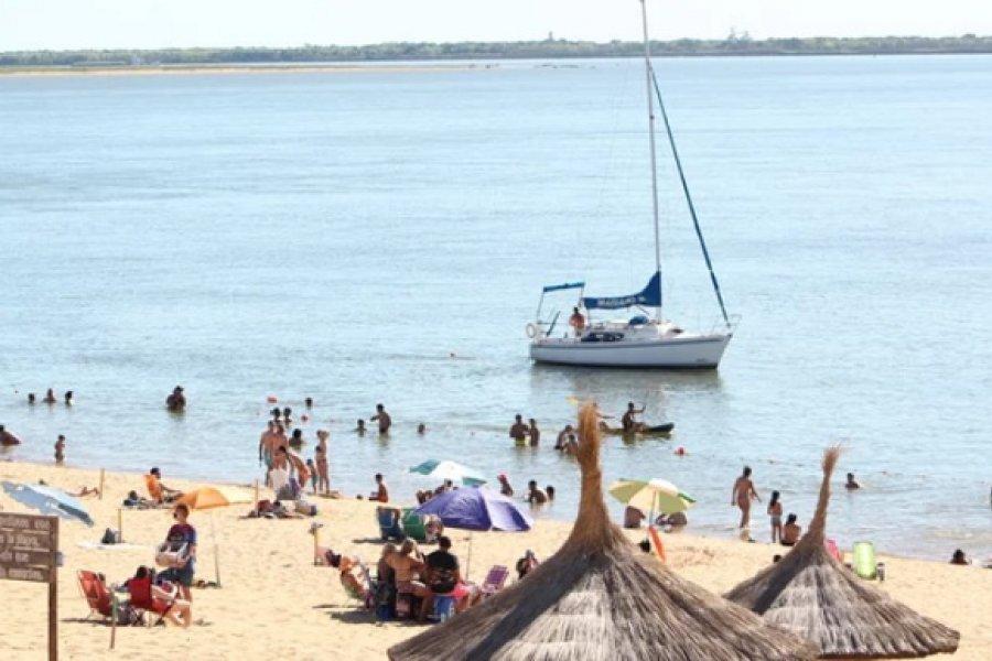 Vuelve a crecer el Paraná y supera el metro de altura
