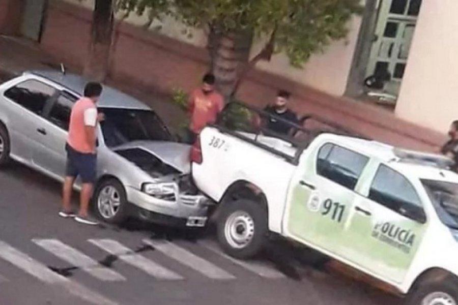Chocaron contra un patrullero estacionado frente a una comisaría